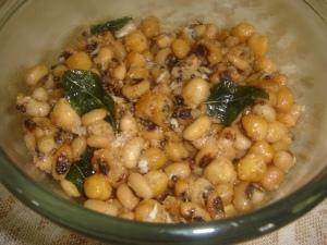 Chickpeas and beans Sundal 2